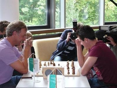 Marco Bode und Zlatko Junuzovic, Schach spielen