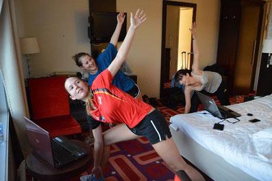 Deutsche Schachnationalmannschaft beim Yoga