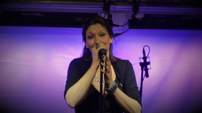Kathrin Fischbach Singen Blau
