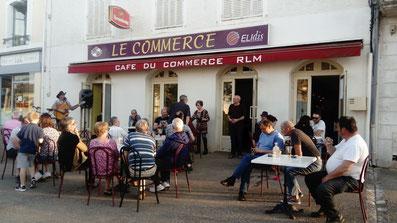 le café du commerce à Lezay, membre de l'UCAL