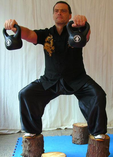 Sifu Heek mit Kranich Kung Fu Fitnesstraining