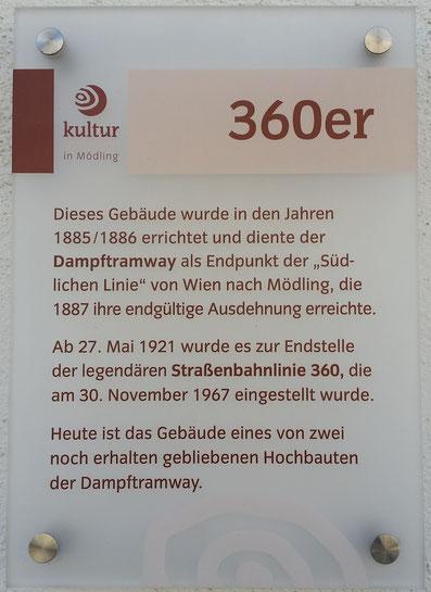 Straßenbahnlinie 360: Infotafel am Gebäude des Bahnhof Mödling