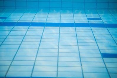 ウオーキング・自転車・水泳など、ひざの負担が少ない運動がおすすめです。