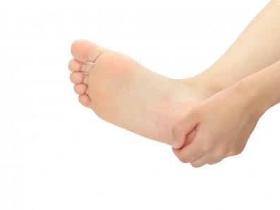 足底筋膜炎の主な症状