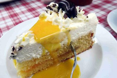 Hofcafé mit selbst gebackenem Kuchen und Torten