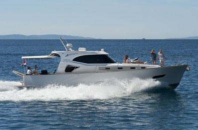 Monachus Issa 45 Hardtop ORVAS Yachting Yachtcharter Motoryacht Flybridge Split ACI Marina