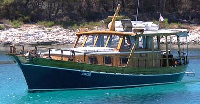 Yachtcharter Kroatien Sonderangebote Holzyacht Motoryacht Tiho ab Zadar Sukosan Marina Dalmacija