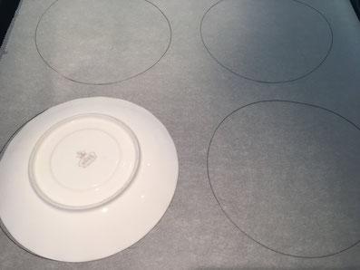 Kreise auf die Backpapiere zeichnen