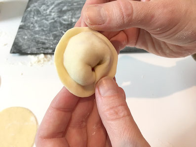 Die Form ähnelt jetzt den Tortelloni