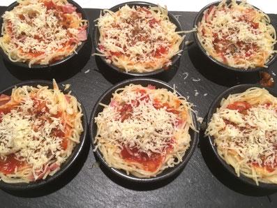 Käse darüber raffeln und bei 210° 10-12 Minuten im Ofen überbacken