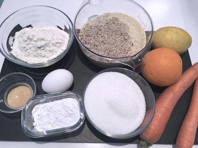 Zutaten: Karotten, Zucker, Mehl, Eier, Mandeln, Orangen, Zitrone, Vanillezucker, Puderzucker