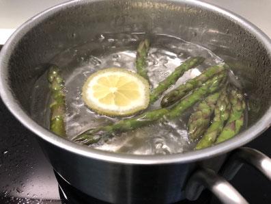 Spargelspitzen kochen