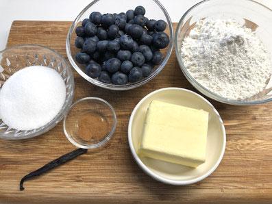 Zutaten Streusel und Fruchtfüllung: Mehl, Zucker, Zimt, Vanillemark, Butter, Heidelbeeren