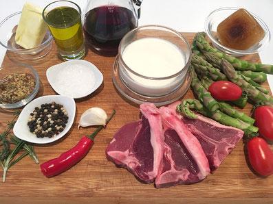 Zutaten: Lammkoteletts, Spargel, Knoblauch, Rosmarin, Thymian, Paprikaschote, Cherry Tomaten, Rahm, Rotwein, Kalbsfond, Senf, Butter