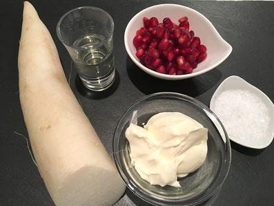 Zutaten: Spanischer-Rettich, Crème fraîche, Sonnenblumenöl, Granatapfelkernen, Salz
