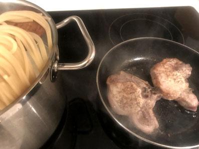 Spaghetti al dente kochen, Koteletts braten