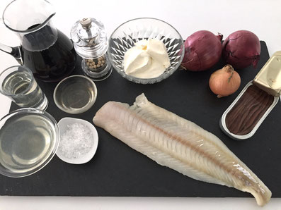 Zutaten: Zander, Sardellen, rote Zwiebeln, Zwiebeln, Rotwein, Weisswein, Fischfond, Balsamico, Sauer Rahm