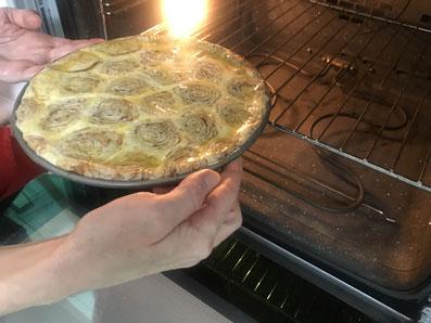 Den Kuchen 40 Minuten bei 180° im Ofen backen