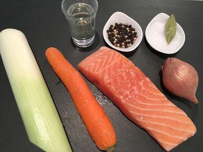 Zutaten: Lachs, Lauch, Karotte, Zwiebel, Weisswein, Lorbeerblatt, Salz und Pfeffer
