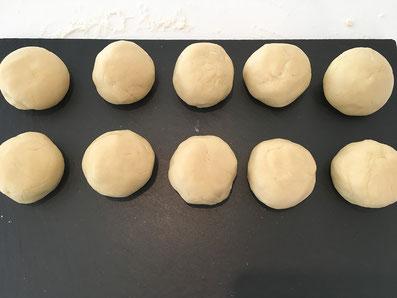 Den grossen Ballen in 10 Kleine Bällchen aufteilen