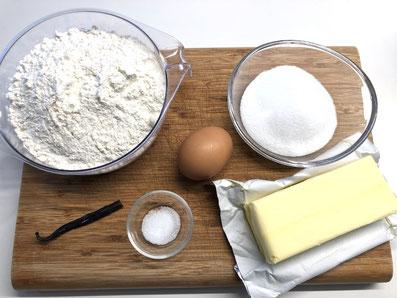 Zutaten Mürbeteig: Mehl, Zucker, Salz, Butter, Eigelb, Vanillemark