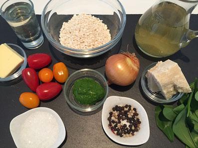 Zutaten: Risotto, Butter, Zwiebel, Knoblauch, Weisswein, Bouillon, Parmesan, Bärlauch-Öl, Cherry-Tomaten