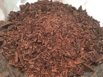 Die Schokolade zerkleinern
