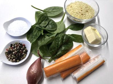 Zutaten: Surimi, Spinat, Kurkumareis, Schalotte, Butter, Salz, Pfeffer