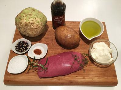Zutaten: Lamm, Knollen-Selleri, Knoblauch, Olivenöl, Crüme fraîche, Worcester, Paprika, Salz, Pfeffer, Rosmarin, Thymian, Kartoffeln
