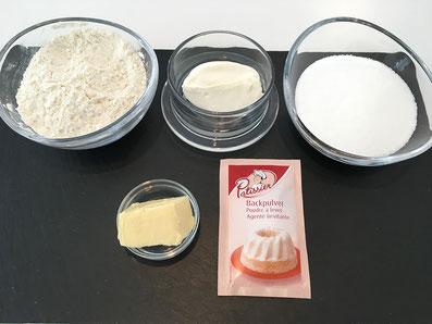Zutaten: Mehl, Sauerrahm, Zucker, Butter, Backpulver