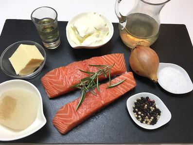Zutaten: Lachs, Weisswein, Wermut, Fischfond, Rahm, Zwiebel, Rosmarin, Butter