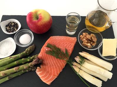 Zutaten: Lachs, Spargel, Apfel, Apfelsaft, Apfelessig, Baumnüsse, Zucker, Butter