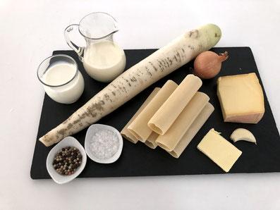 Zutaten: Cannelloni-Röhren, Sauerrahm, Rahm, Zwiebel, Knoblauchzehe, Butter, Käse, Rettich, Salz, Pfeffer...