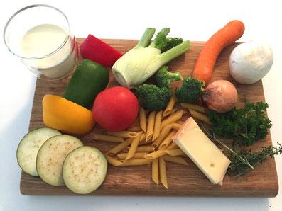 Zutaten: Teigwaren, Zwiebel, Karotten, Fenchel, Aubergine, Peperoni, Tomaten, Champignon, Kräuter, Rahm, Käse