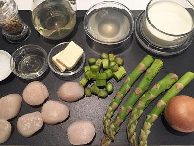 Zutaten: Jakobsmuscheln, grüner Spargel, Zwiebeln, Weisswein, Wermut, Rahm, Butter