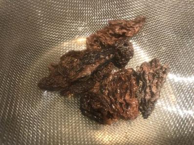 Die Morcheln über Wasserdampf erhitzen und würzen