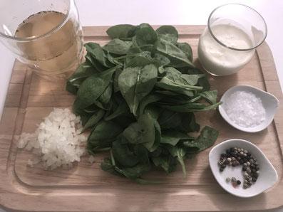 Zutaten-Rahmspinat: Butter, Spinat, Zwiebeln, Bouillon, Rahm, Salz, Pfeffer