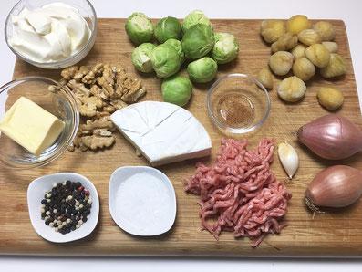 Zutaten: Rosenkohl, Maronen, Walnüsse, Weichkäse, gehacktes Fleisch,Zwiebeln, Knoblauch, Muskat, Sauerrahm, Butter