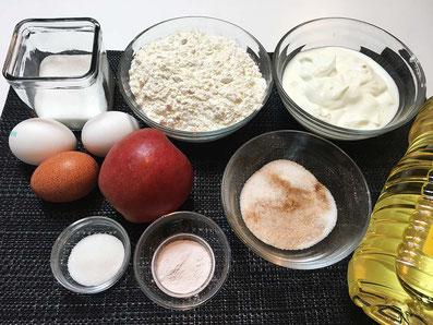Zutaten: Mehl, Zucker, Vanillezucker, Backpulver, Eier, Magerquark, Äpfel, Sonnenblumenöl, Zimt-Zucker