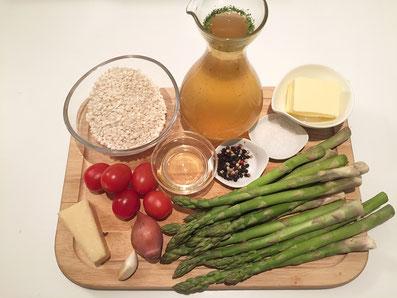 Zutaten: Spargel, Cherry Tomaten, Risotto, Parmesan, Weisswein, Bouillon, Zwiebel, Knoblauch, Butter