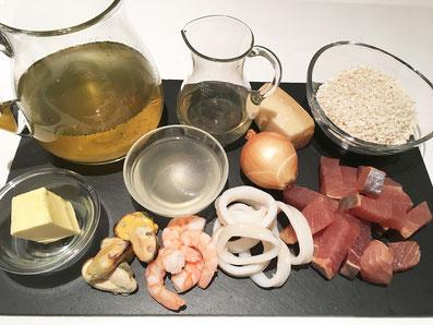 Zutaten: Fisch, Meeresfrüchte, Risotto, Bouillon, Weisswein, Fischfond, Zwiebel, Parmesan, Butter
