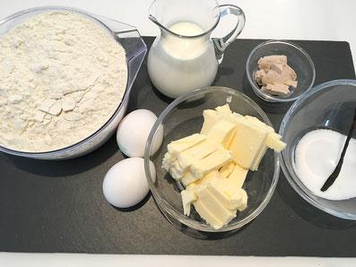Zutaten: Mehl, Milch, Eier, Hefe, Butter, Zucker, Vanilleschote