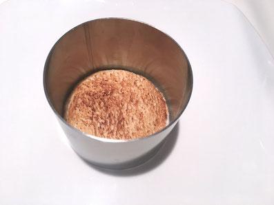 Die Toastscheibe in den Ring legen