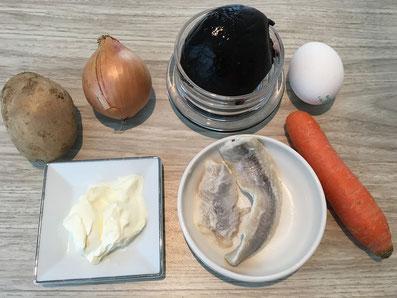 Zutaten: Hering, Rote-Bete, Kartoffeln, Zwiebel, Karotten, Ei, Mayonnaise