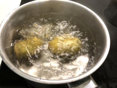 Kartoffeln im Salzwasser weich kochen