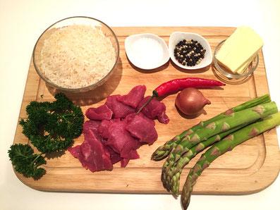 Zutaten: Rindfleisch, Spargel, Reis, Zwiebel, Petersilie, Paprikaschote, Butter