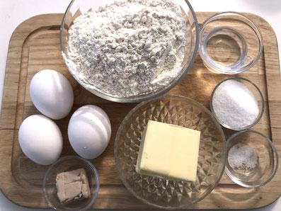 Zutaten: Hefe, Zucker, Milch, Eier, Mehl, Salz, Butter