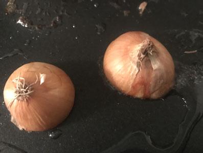 Die Zwiebeln anrösten