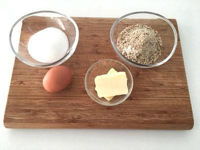 Zutaten Hasselnuss-Belag: Ei, Butter, Zucker, gemahlene Haselnuss