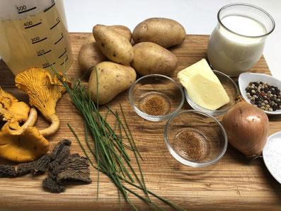 Zutaten: Kartoffeln, Zwiebel, Butter, Gemüsebouillon, Rahm, Morcheln, Pfifferlinge, Muskat, Paprikapulver, Salz, Pfeffer, Schnittlauch